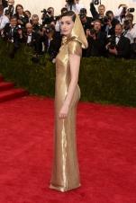 MET Gala 2015 Anne Hathaway Ralph Lauren GI