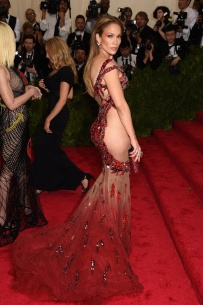 MET Gala 2015 Jennifer Lopez en Versace GI